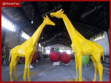 کارگاه ساخت مجسمه فلزی و فایبرگلاس و بتن مجسمه عقاب شاهین زرافه اسب ماکت سازی سازنده ماکت حیوانات مجسمه چمنی مصنوعی و مجسمه گیاهی طبیعی