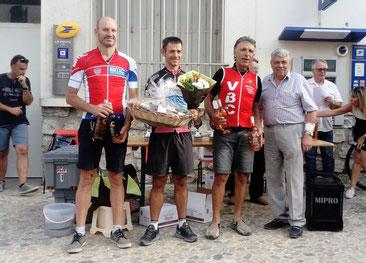 """Podium """"groupe2"""": J. Acedo (BéziersMC, C. Aujoulat (VSG Alès) et J-Claude"""