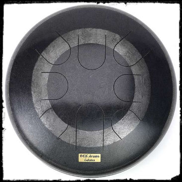 Die BEK.drum ist keine Handpan sondern eine von Hand gefertigte Zungentrommel
