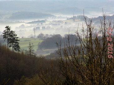 Blick von der Burg Lindenfels auf den Morgennebel