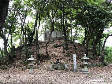 頼信、頼義、義家、源氏三代の墓(大阪府羽曳野市)
