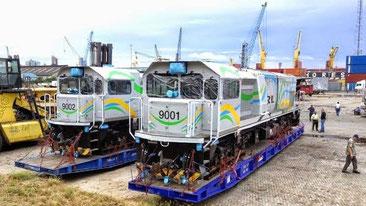 """I """"moderni"""" treni cinesi, giunti al porto di Mombasa, da utilizzare sulla ferrovia ad alta velocità Mombasa-Nairobi."""