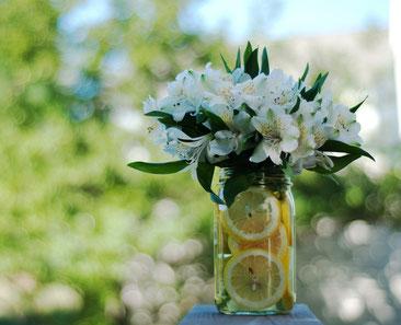 Zitronen und Wiesenblumen - Hochzeitstrend 2019