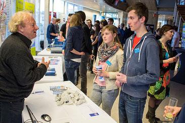 Technasiumleerlingen in gesprek met bedrijven op de Technasium Brabant-Oost Netwerkbijeenkomst 2014.