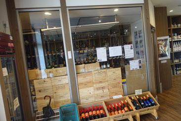 「無風冷却機」で湿度70%以上を保っているワインセラー