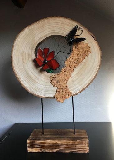 Rondin de bois avec fleur et papillon (53€)