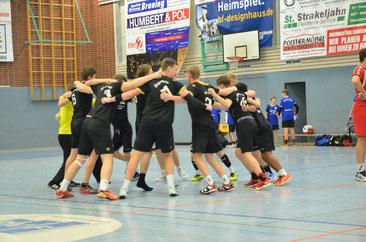 So sehen Sieger aus: die A-Jugend der JSG Lenzinghausen-Spenge feiert ihren hart erkämpften Derbysieg gegen die TSG Altenhagen-Heepen.