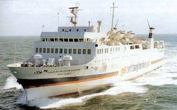 MV Penn Ar Bed, le premier navire commandé par et pour Brittany Ferries dans sa livrée originelle.