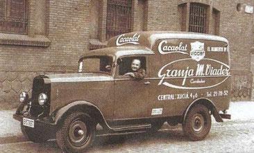 1931, vehicle repartiment Granja Viader, fundadora de Cacaolat. Barcelona, Catalunya.