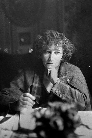 Colette, escrivint