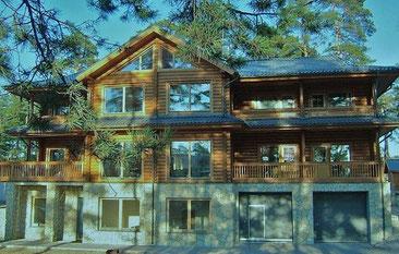 Geräumiges Rundbohlenhaus als Gästehaus -  © Blockhaus Kuusamo