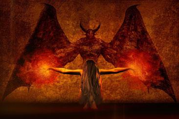 Der Teufelspakt: man verspricht dem Teufel seine Seele