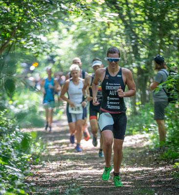 Tanja Stroschneider kämpft mit Schmerzen beim Laufen - und gewinnt trotzdem!