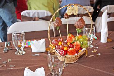 frutas en una mesa formal