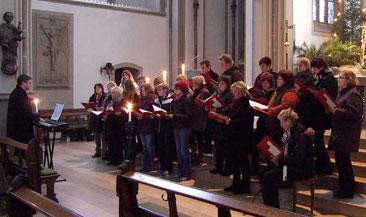 Auftakt singt an der Krippe in St. Vitus - Foto: Auftakt