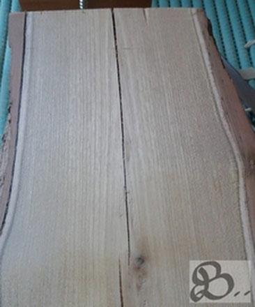 Robinienholz mit Rinde, wetterfestes Holz für die Außenanwendung - Holzwerk Peter Stoiber