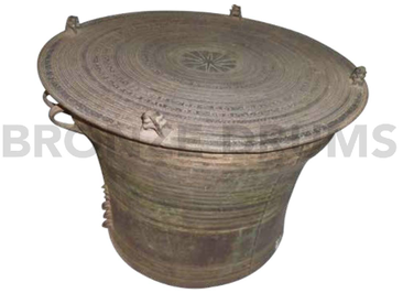 Fig. 8. Yangon National Museum classic Karenni Drum (4x2 frogs - D50 / H40 cm)