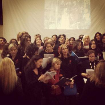 Coro delle docenti della Scuola Media di Surbo con la partecipazine del Coro dell'Unione dei Comuni del Nord Salento  diretto dalla Prof.ssa Elena Mignone