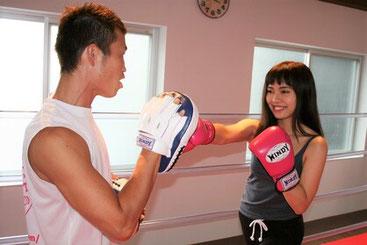 塚元斗夢とボクシングミット打ち