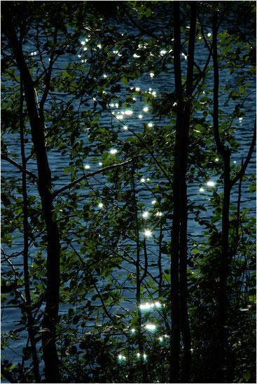 Блики на воде. Большой Соловецкий остров, Архангельская обл. Июль 2005 г.