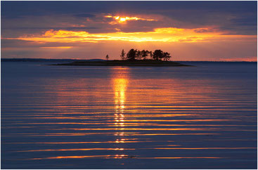 Небольшой островок в Кандалакшском заливе. Карелия. Июль 2007 г.