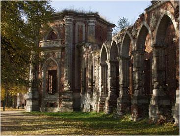Недостроенный дворец в Царицыно. Октябрь 2004 г.