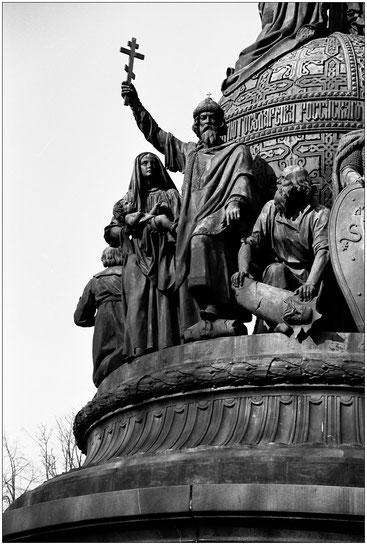 Памятник 1000-летия России. Великий Новгород. Май 2004 г.