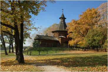 Проездная башня Николо-Карельского монастыря. Коломенское. Октябрь 2005 г.
