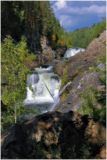 Водопад Кивач. Карелия. Фото 2006 года.