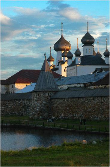 Купола храмов Соловецкого монастыря. Архангельская область. Июль 2005 г