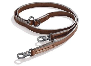 Braune Hundeleine aus Leder mit metallenen Karabinern