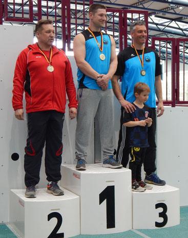 Platz 1 und 3 bei den MS 2 im Schwergewicht. Hendrik Szabó errang Gold und Michael Galuschka (hier mit Sohn Tom) wurde mit Bronze geehrt.