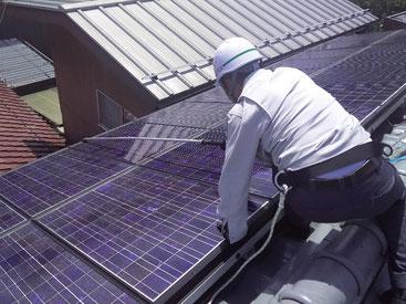 ソラメンテ-iSによる住宅太陽光パネルの点検