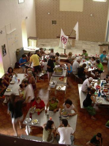Comida en un albergue. Peregrinación del 2011