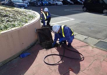 高圧水洗浄状況(屋外)