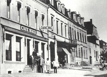 +- 1930 - Café Hack