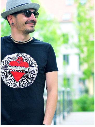 "Männer Shirt ""Herz"" schwarz - 29,50 EUR"