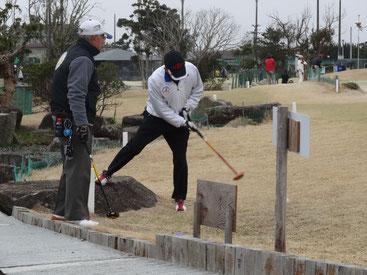 蓮沼海浜公園パークゴルフ場でのプレーの様子