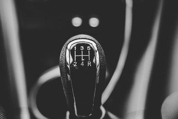 Schalthebel im Auto