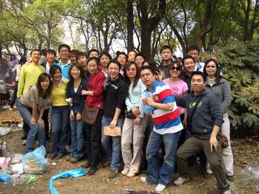 上海駐在時代。休日に職場の仲間たちとバーベキューに行きました。