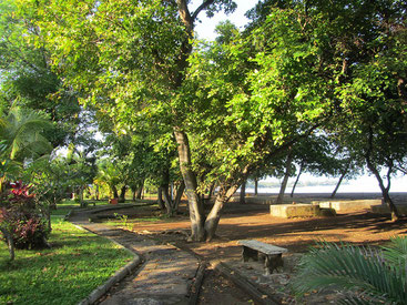 Kalibukbuk Strand mit Schattenzone