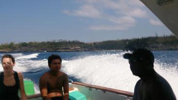 高速ボートの上