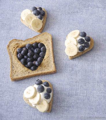 Chia-Samen-Toast mit Quark und Obst