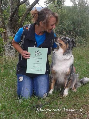 Juni 2018: Penny besteht die VDH Hundeführerscheinprüfung!