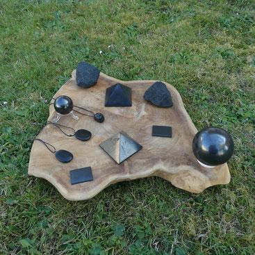 Protections des ondes SHUNGITE lots divers : BRUTS sphères téléphones pyramide pendentifs