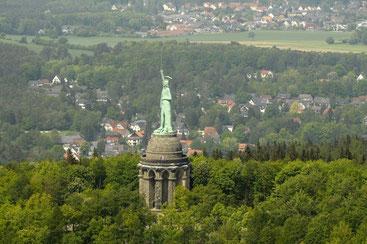 Hermannsdenkmal aus der Luft © Stadt Detmold