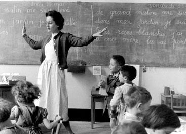 Photo de Robert Doisneau, La Libellule, École de la rue de Verneuil, Paris, mai 1956. Malgré une crise des vocations l'enseignement reste le débouché prédominant des études en Histoire.