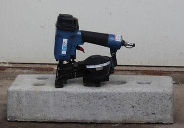 Drucklufttacker BEA 556 DC für Dachpappstifte