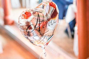 Athle-Tisch, Chao-Tisch, Karnevals-Tisch.. Jeder Tisch hatte einen individuell, per Hand beschrifteten Luftballon