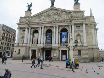 Ankunft vor dem Opernhaus in Lviv